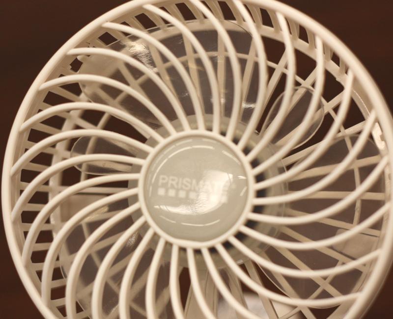 ミニ扇風機の6枚の羽根