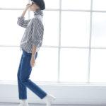 """モデル着用のストレートデニム・ヤヌーク""""ANNETTE""""のサイズ感とシルエット"""